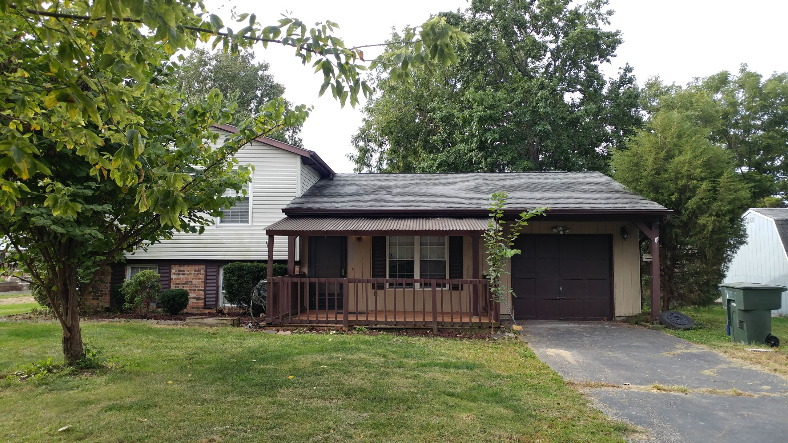 Charming 3-level split in Reynoldsburg!