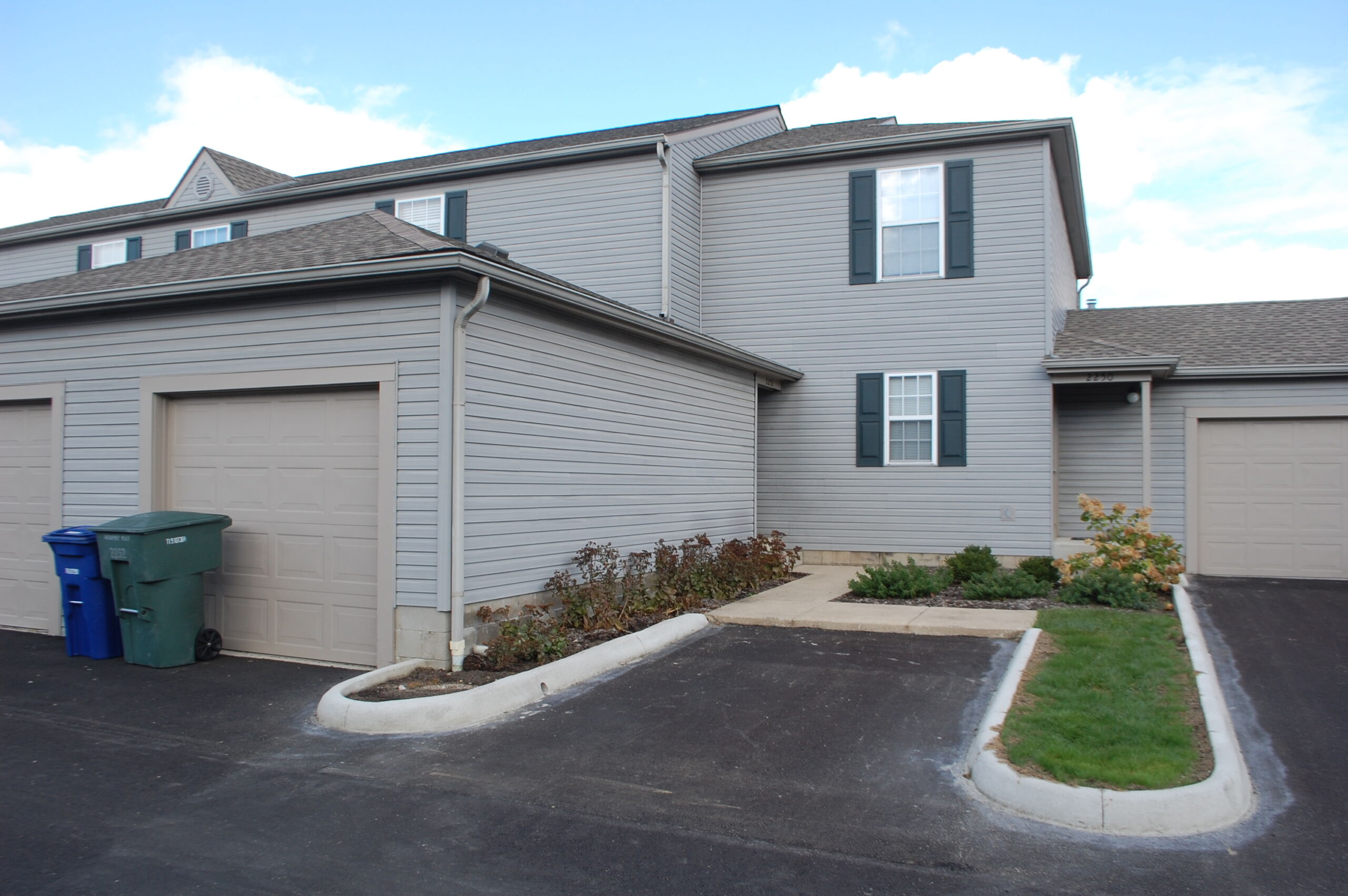 2 bedroom, 2.5 bath condo with community pool and gym