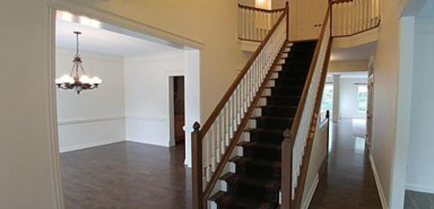 Gorgeous home, Beautiful lot in New Albany.